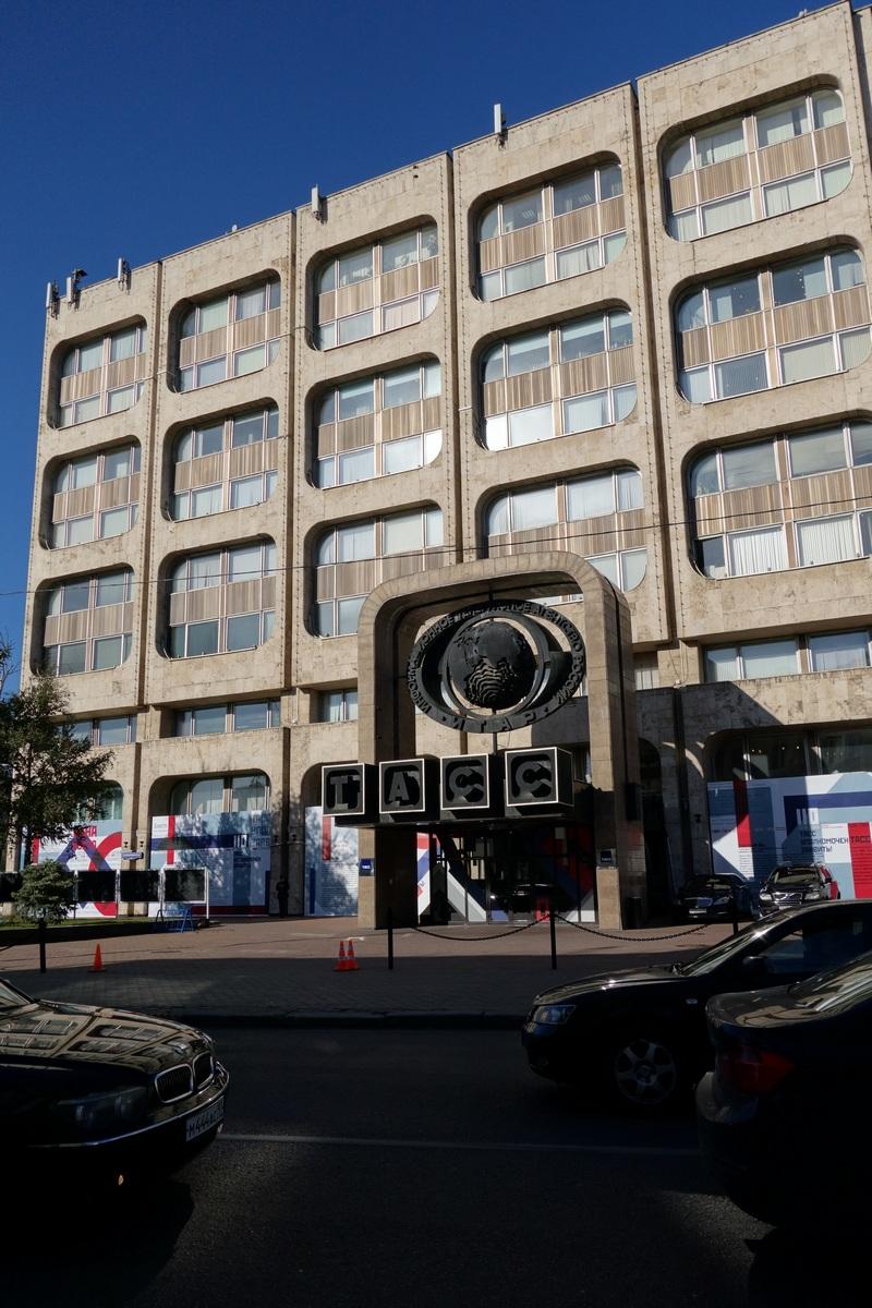 L'entrée du bâtiment de la TASS, l'agence de presse qui était l'unique source d'information des médias durant l'ère soviétique. Surement d'une indépendance à faire rougir Mediapart !