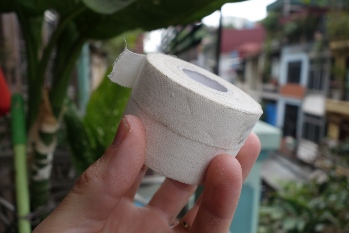 Un rouleau de strappal, généralement utilisé par les grimpeurs sur leurs doigts