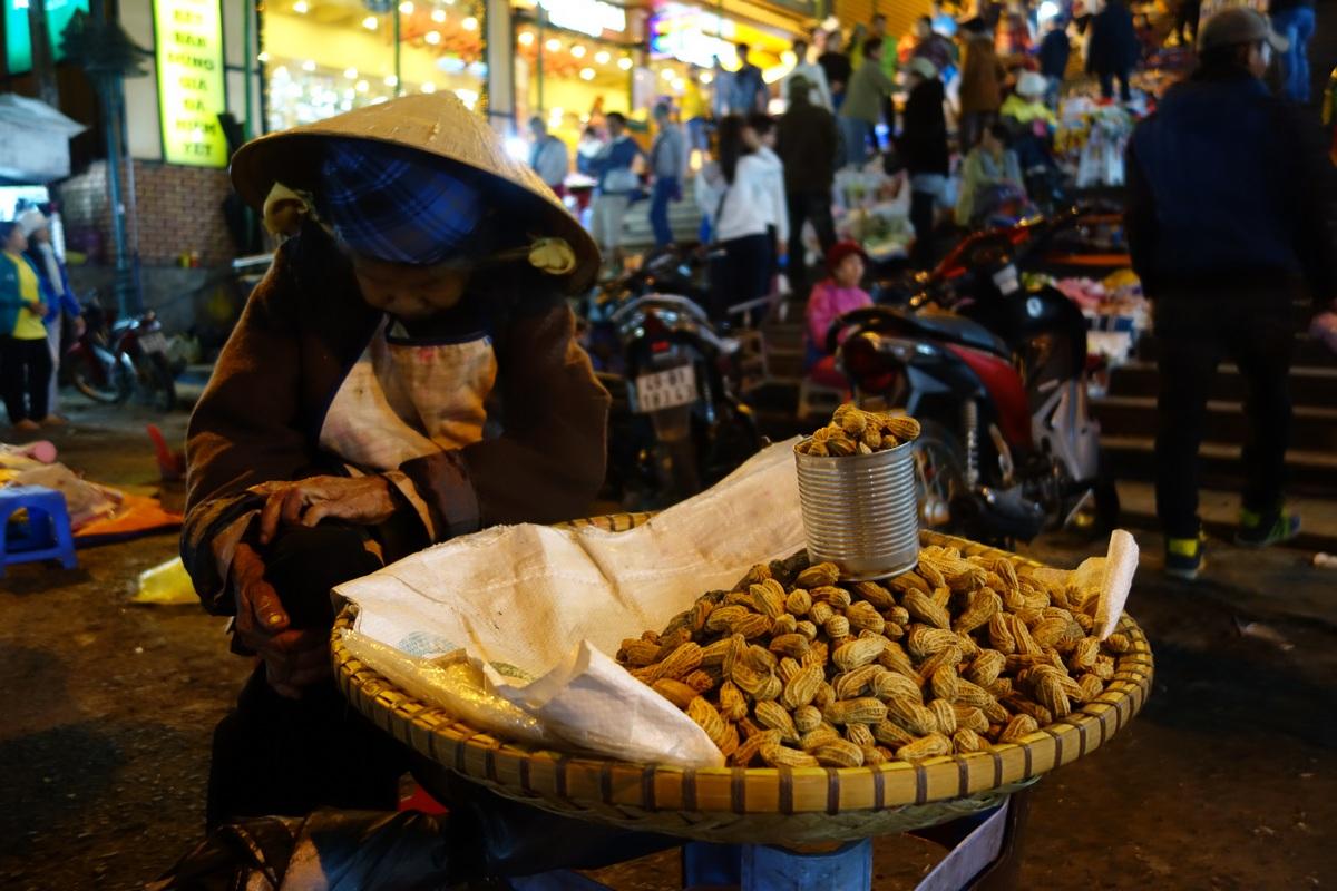 Elle vendra surement des cacahuètes jusqu'à sa dernière heure